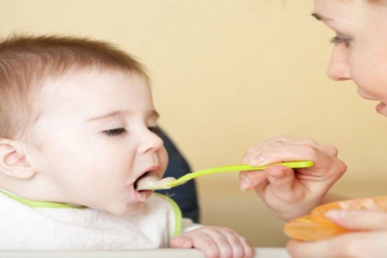Tips to introduce solid foods to your baby